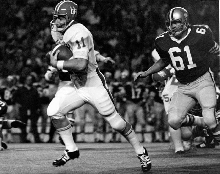 University of Houston quarterback Gary Mullins (11) zips past Rice's Randy Alford (61) for a 17-yard gain during the 1971 footbal season. Mullins is retiring as a coach at the end of this school year. Photo: Jerry Click, HP Staff / Houston Chronicle / Houston Post files