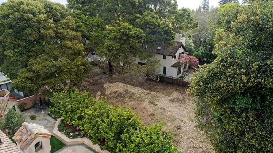 An empty lot in the heart of Old Palo Alto, a tony neighborhood in the Silicon Valley, went on the market in April 2019 for $9 million. Photo: Circle Vision