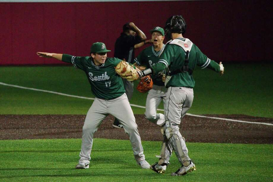 Lutheran South Academy's Trhea Morse (left to right), Kevin Roebelen and catcher Chad Allen (7) celebrate a victory over Corpus Christi Incarnate Word Tuesday in a TAPPS state semifinal baseball game in Crosby. Photo: Kirk Sides / Staff Photographer / © 2019 Kirk Sides / Houston Chronicle