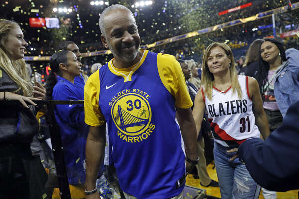 size 40 907a1 5feb6 Split loyalties? Curry parents split jerseys at Game 1 ...