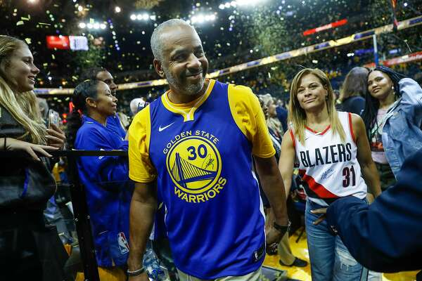 pretty nice 2e330 1182b Split loyalties and jerseys; the Curry family makes history ...