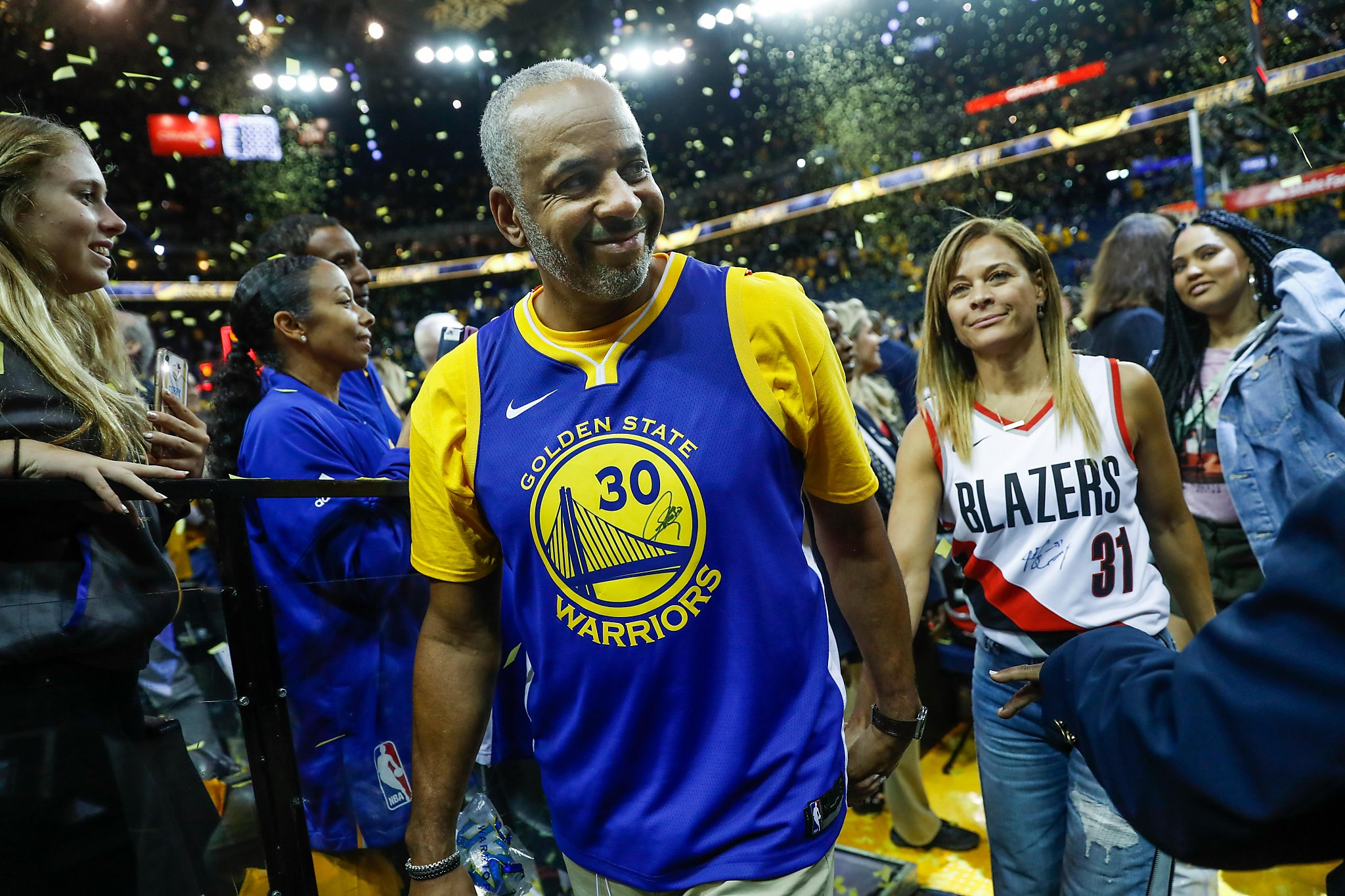 Split Loyalties And Jerseys The Curry Family Makes History Sfchronicle Com