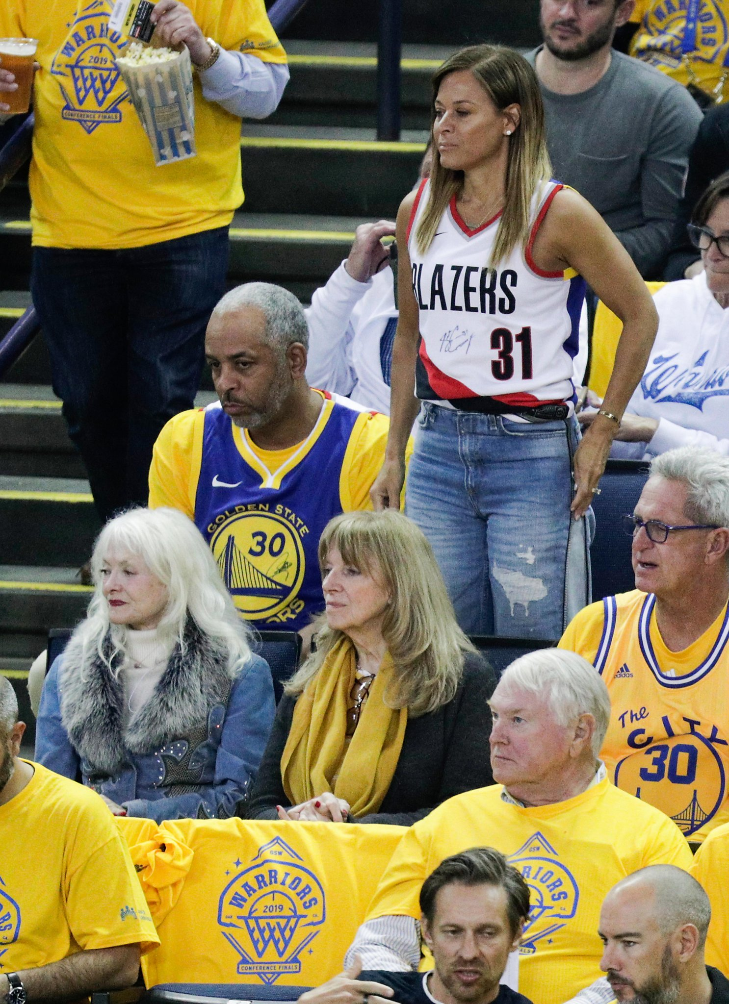 timeless design 5e802 083c1 Dell and Sonya Curry switch split jerseys after Steph asks ...