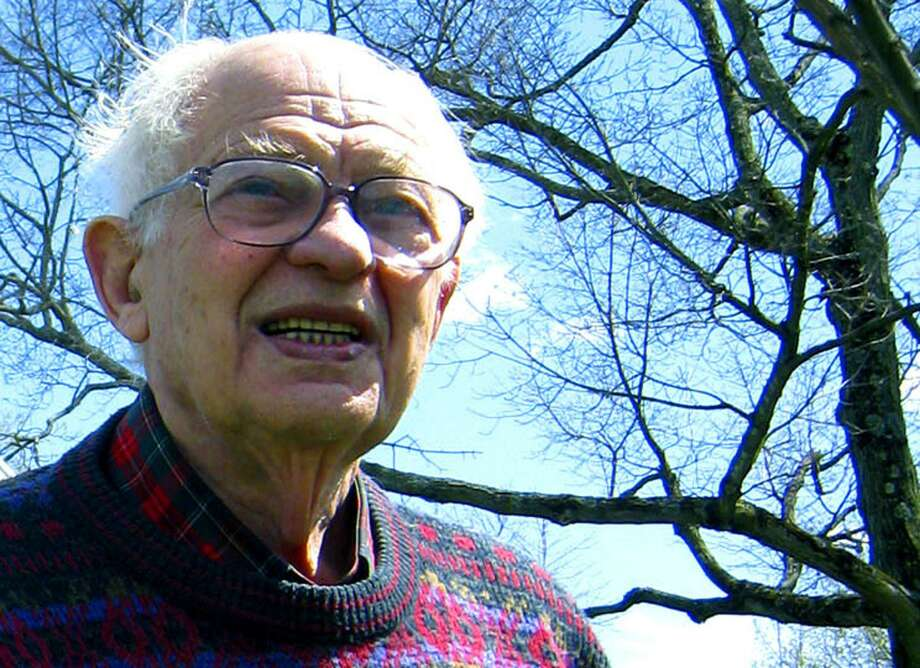 New Milford native and longtime attorney Harry Cohen, 98, died April 27 at his Bridge Street home. Cohen was active in town affairs, including civic, political, business and faith pursuits, throughout his lifetime. Photo: Norm Cummings / Norm Cummings / The News-Times