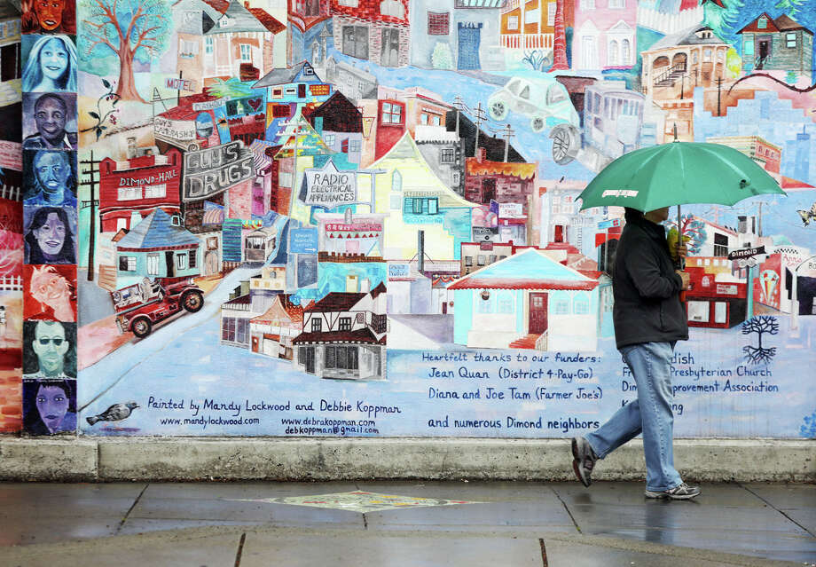 An unusual May rainfall made pedestrians take their umbrellas out of storage in Oakland. This week's weather is expected to be unusually wet for late May.  Photo: Douglas Zimmerman / SFGate