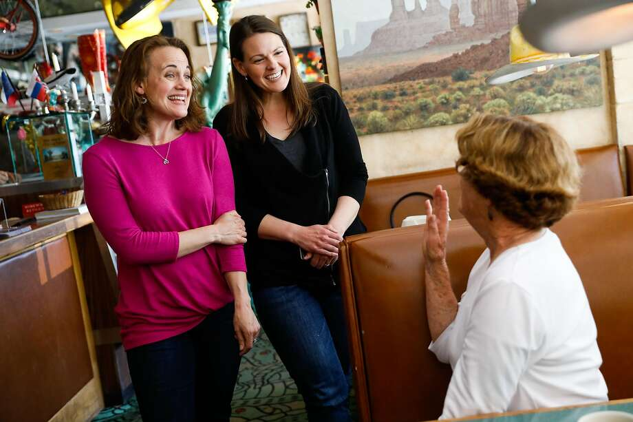 Alithea Zetter (left) and half sister Kelly Lethin chat at a restaurant in Woodside with lunch patron Deanna Osborne about their story of how they discovered they were related. Lethin found out through genetic testing that she has at least 16 half siblings from the same sperm donor. Many of them have met and keep in regular touch. Photo: Gabrielle Lurie / The Chronicle