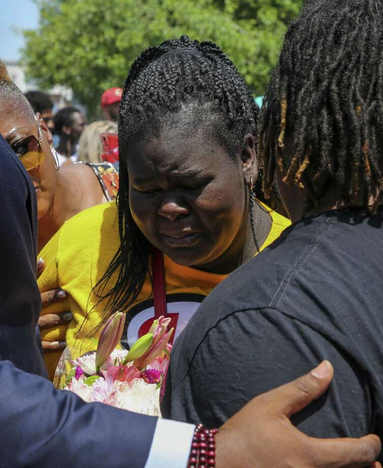 Chelsie Rubin, center, is comforted by supporters after praying in front of the memorial for her mother, Pamela Turner, at The Brixton Apartments complex Wednesday, May 15, 2019, in Baytown, Texas. Turner was killed Monday night during a confrontation with a Baytown Police officer. Photo: Godofredo A Vásquez,  Houston Chronicle / Staff Photographer / © 2019 Houston Chronicle