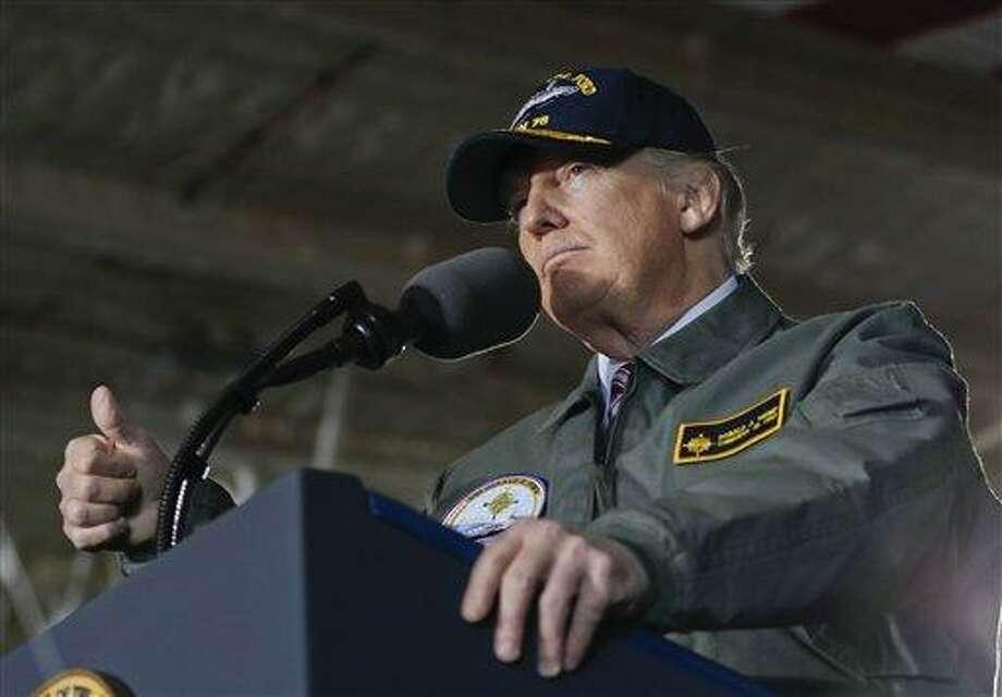 El presidente estadounidense Donald Trump habla ante miembros de la armada a bordo del nuevo portaviones nuclear Gerald R. Ford el jueves, 2 de marzo del 2017, en Newport News, Virginia. Photo: Pablo Martinez Monsivais /AP / AP