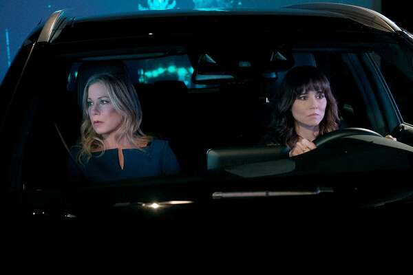 """(L-r) Christina Applegate and Linda Cardellini in Netflix's """"Dead To Me,"""" which is full of twists and turns. (Saeed Adyani/Netflix"""