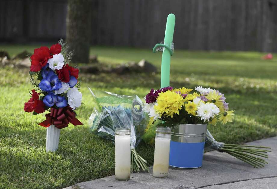 A makeshift memorial outside the McLeods' house on May 19, 2018, in Santa Fe. Photo: Yi-Chin Lee, Staff / Houston Chronicle / © 2018 Houston Chronicle