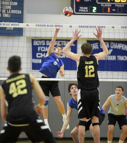 Thursday's Roundup: Darien boys volleyball sweeps Barlow for 19th