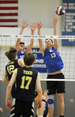 Thursday's Roundup: Darien boys volleyball sweeps Barlow for