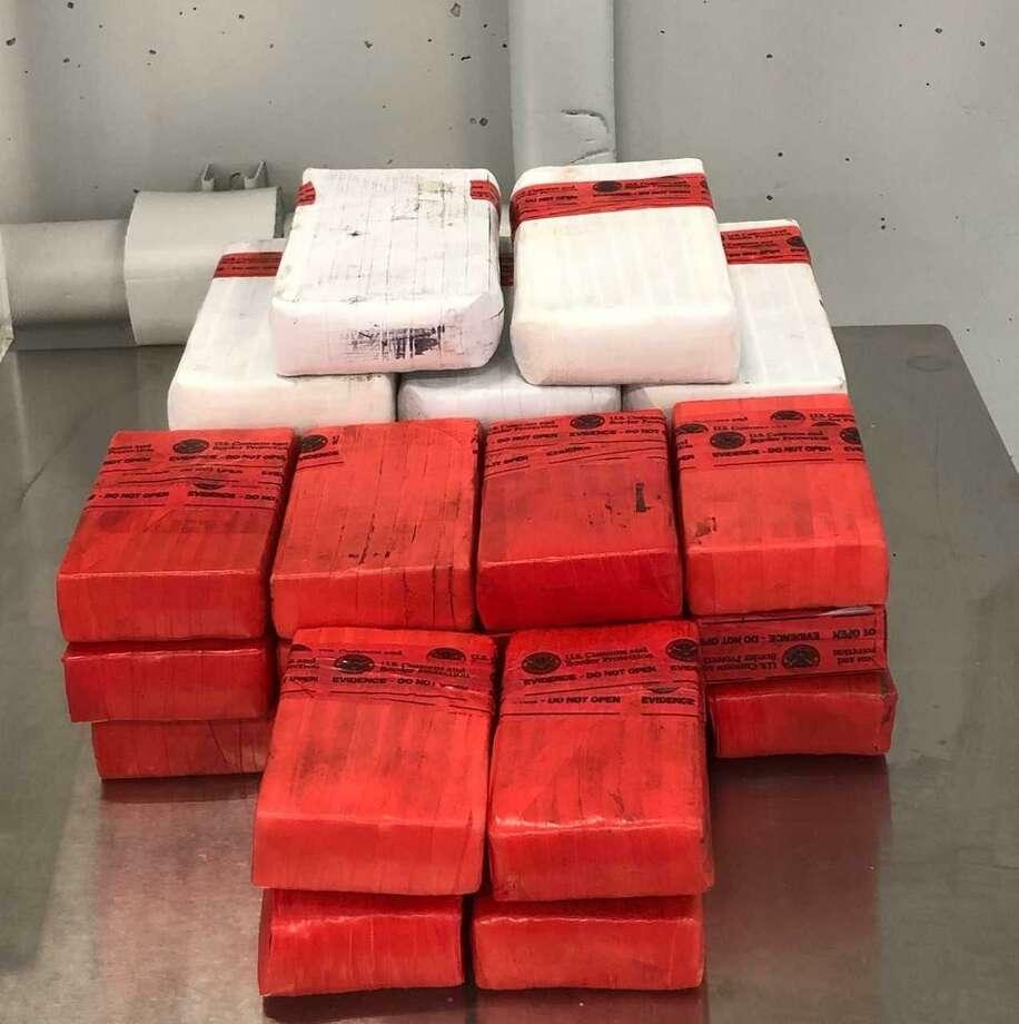 Oficiales de Aduanas y Protección Fronteriza decomisaron 27 paquetes conteniendo heroína en el Puente Internacional Juárez Lincoln, los cuales pretendían ser introducidos de contrabando por un mexicano residente en Nuevo Laredo, México. La droga tiene un valor estimado en las calles superior a 1 millón de dólares. Photo: Foto De Cortesía /CBP
