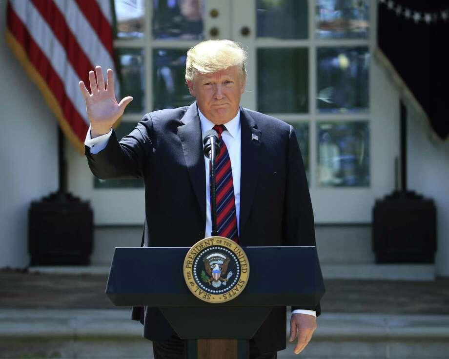 El presidente Donald Trump saluda al concluir su discurso sobre la modernización del sistema de inmigración en la Casa Blanca, el jueves 16 de mayo de 2019, en Washington, D.C. Photo: Manuel Balce Ceneta /Associated Press / Copyright 2019 The Associated Press. All rights reserved.