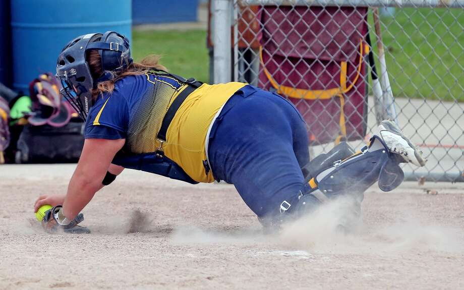 Deckerville at North Huron — Softball Photo: Mike Gallagher/Huron Daily Tribune