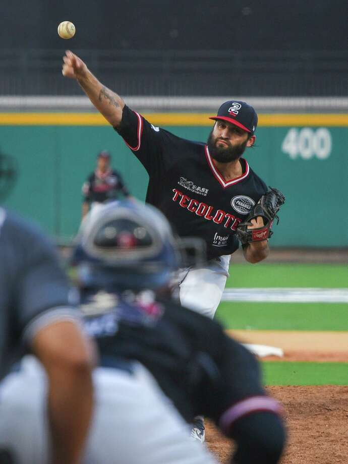 Kenneth Sigman got the start on the mound for the Tecolotes Thursday. Sigman lasted six innings allowing four runs on six hits while striking out two. Photo: Danny Zaragoza /Laredo Morning Times