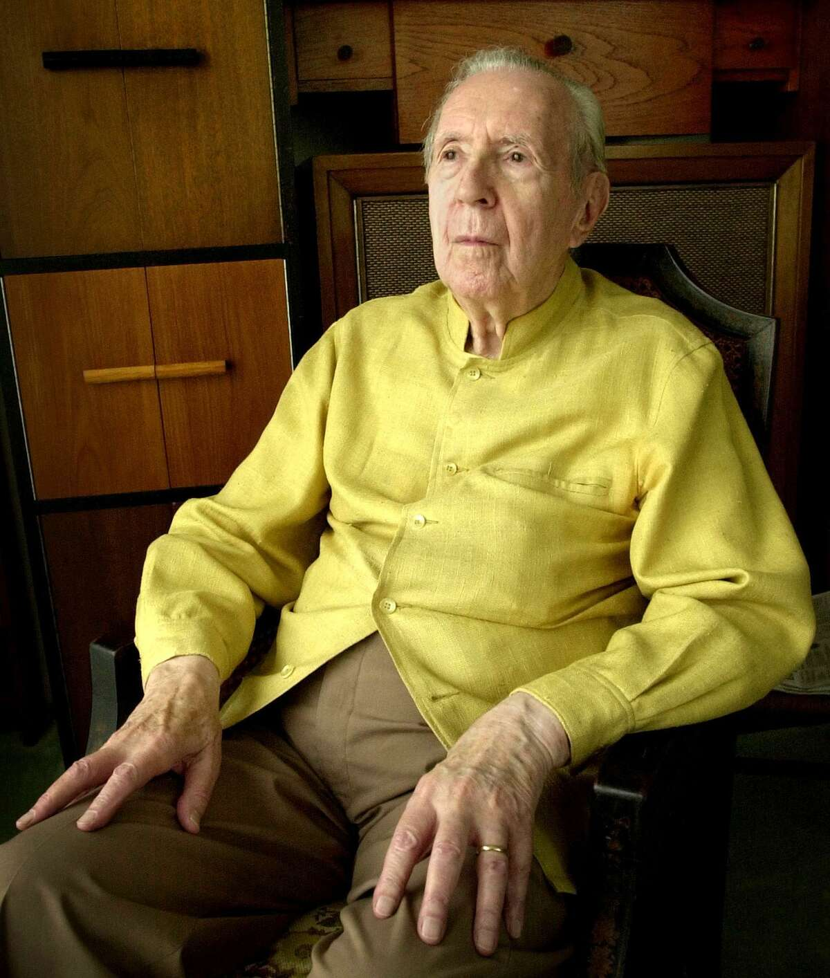Jacques Barzun sits in 2002 for a portrait at his home in San Antonio. Barzun, the pioneering cultural historian who became a best-selling author in his 90s with