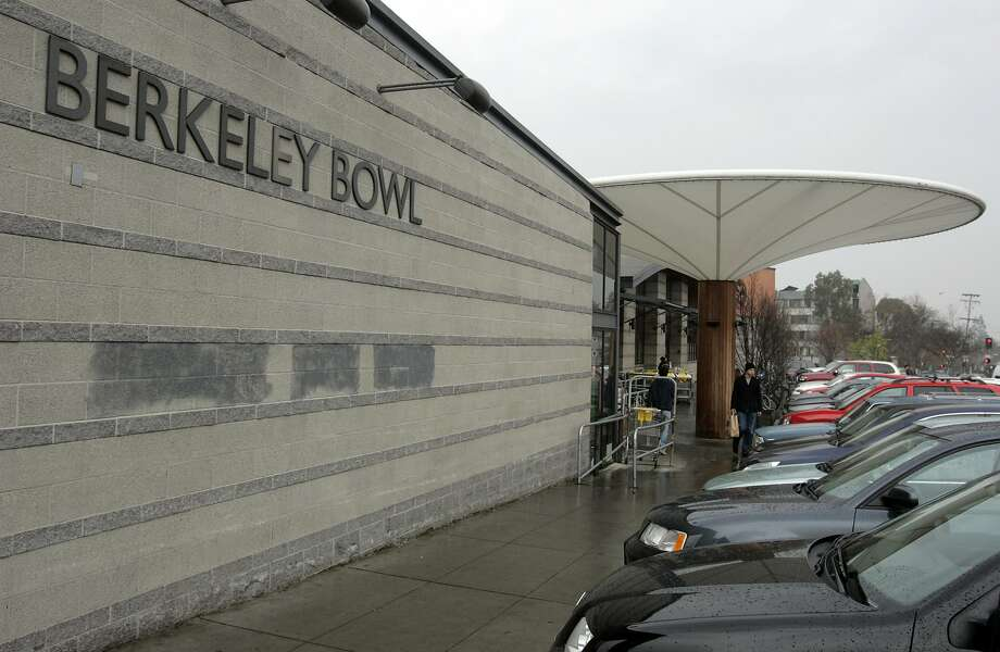The Berkeley Bowl Marketplace, pictured on Jan. 25, 2005. Berkeley Public Health officials said a Berkeley resident who had measles visited the Berkeley Bowl at 2020 Oregon Street in Berkeley on May 7, 2019. Photo: KURT ROGERS / SFC