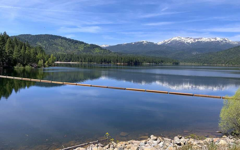 Lake Siskiyou is a jewel at the foot of the Eddy Range and in the shadow of Mount Shasta, and the site of a new trophy trout program Photo: Tom Stienstra, Tom Stienstra / The Chronicle