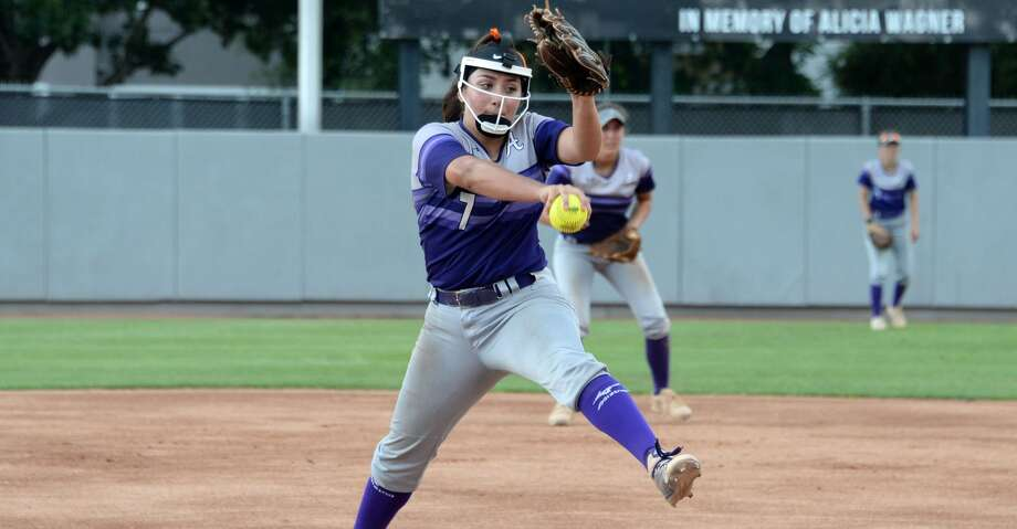 Aaliyah Garcia (7) of Angleton delivers a pitch during the third inning in Game 3 of a 5A-IV regional final playoff game between the Foster Falcons and the Angleton Wildcats on Saturday May 26, 2018 at the University of Houston, Houston, TX. Photo: Craig Moseley/Houston Chronicle