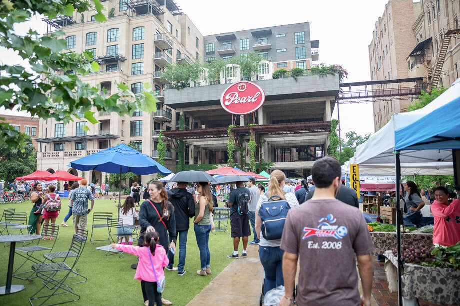 Starting Friday, the Pearl Farmers Market will offer online ordering and curbside pickup to help both local businesses and their customers during the coronavirus shutdowns. Photo: Joel Pena For MySA.com