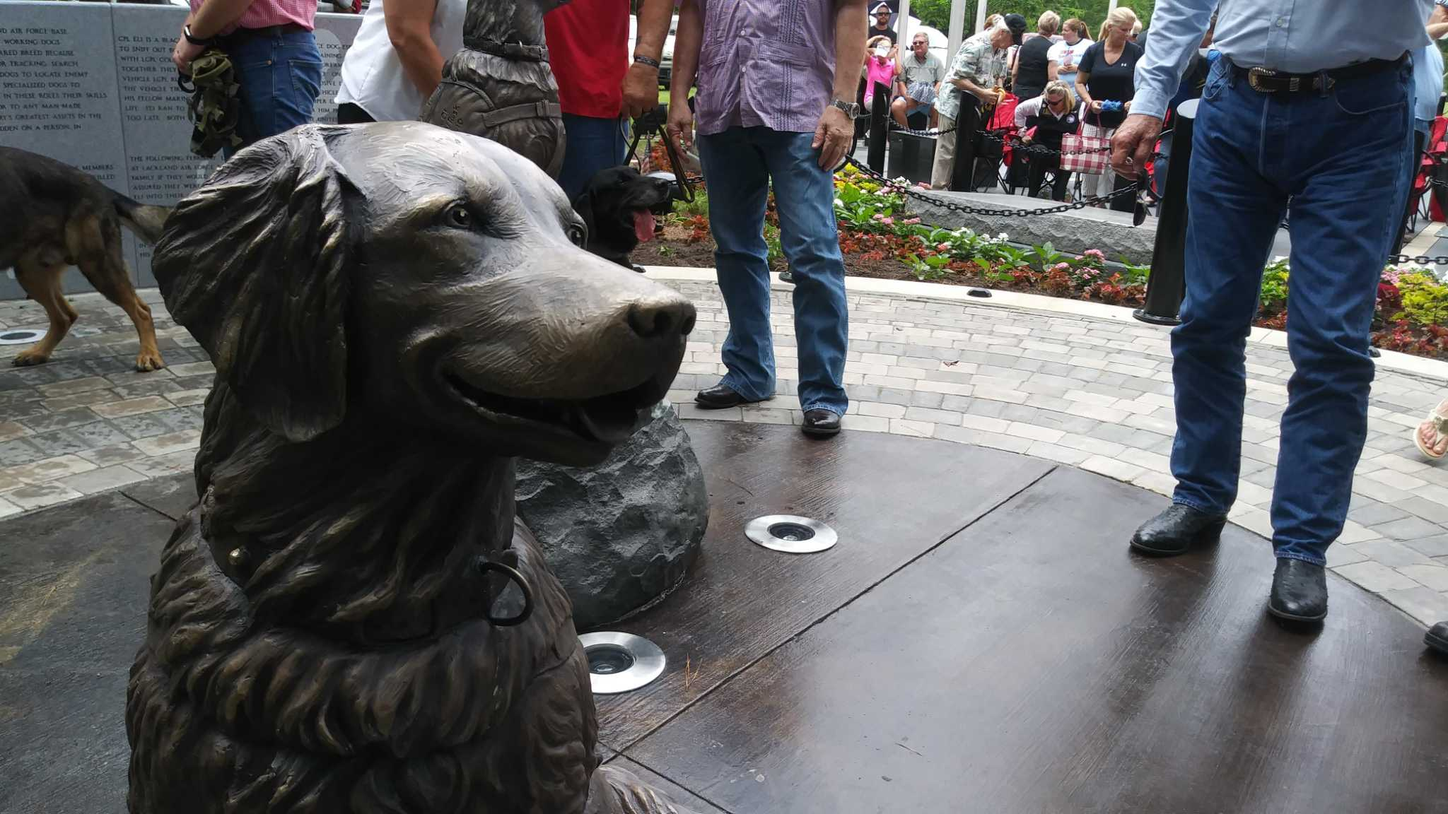 Statues unveiled in northwest Houston honor military service dogs