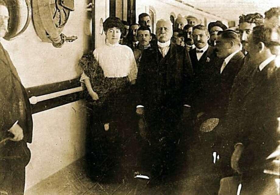 Porfirio Díaz rumbo al exilio a bordo del vapor Ypiranga. Photo: Picasa /