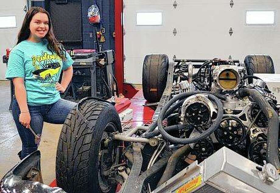 Angelle Vanderwarf, a senior cheerleader at Beecher High School, is a leader in the automotive technology program at the Kankakee Area Career Center. Her leadership has led to several career offers, and she was named a finalist in a national contest. Photo: Laura McElroy | The Daily Journal (AP)