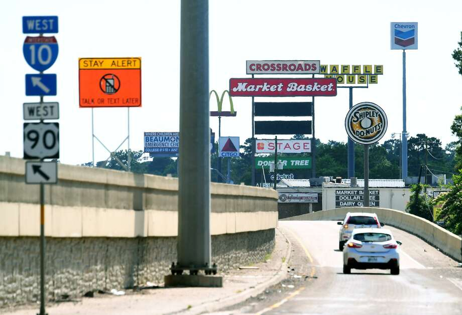 Traffic passes along the Interstate 10 feeder road in Vidor on Wednesday. Vidor officials are looking to implement city-wide zoning that is focused on preserving home values and promoting business near Interstate 10. Photo taken Wednesday, 5/15/19 Photo: Guiseppe Barranco/The Enterprise, Photo Editor / Guiseppe Barranco ©