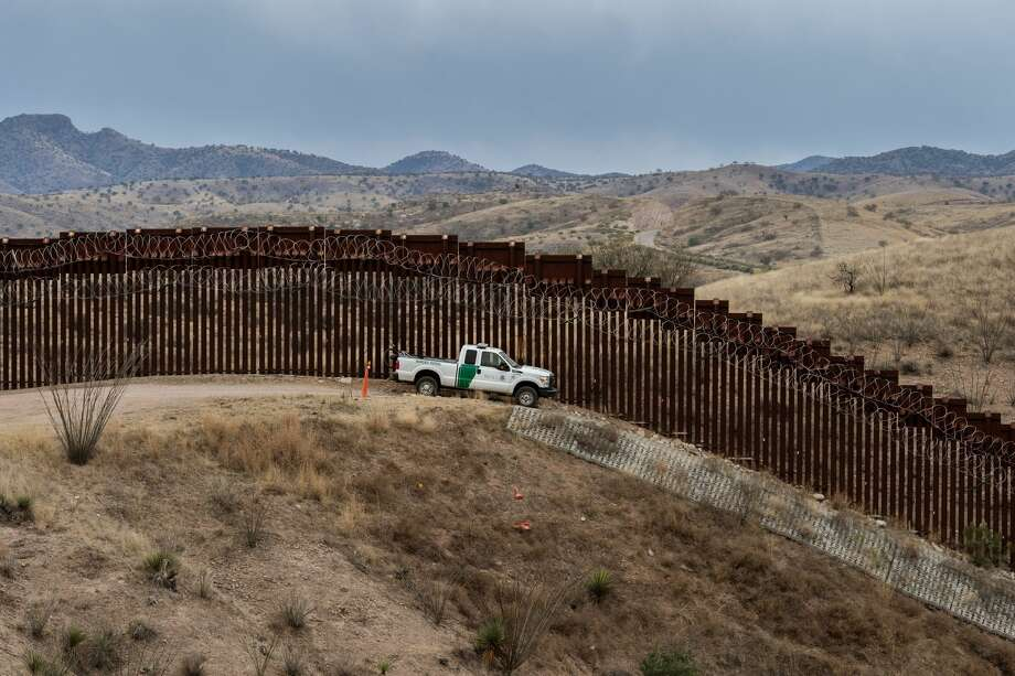 FILE - A Border Patrol officer sits inside his car as he guards the US/Mexico border fence, in Nogales, Arizona, on Feb. 9, 2019. Photo: ARIANA DREHSLER/AFP/Getty Images