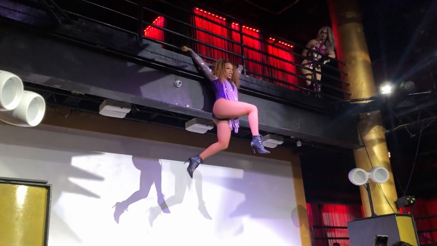 Watch 'Drag Race' star Brooke Lynn Hytes shower a Houston performer with money