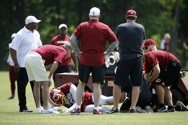 Reports: Ex-49ers linebacker Reuben Foster tears ACL in Washington's 1st practice