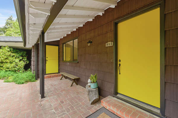 With a price of less than $1M, this pretty, preserved mid-century is a Berkeley Hills gem.