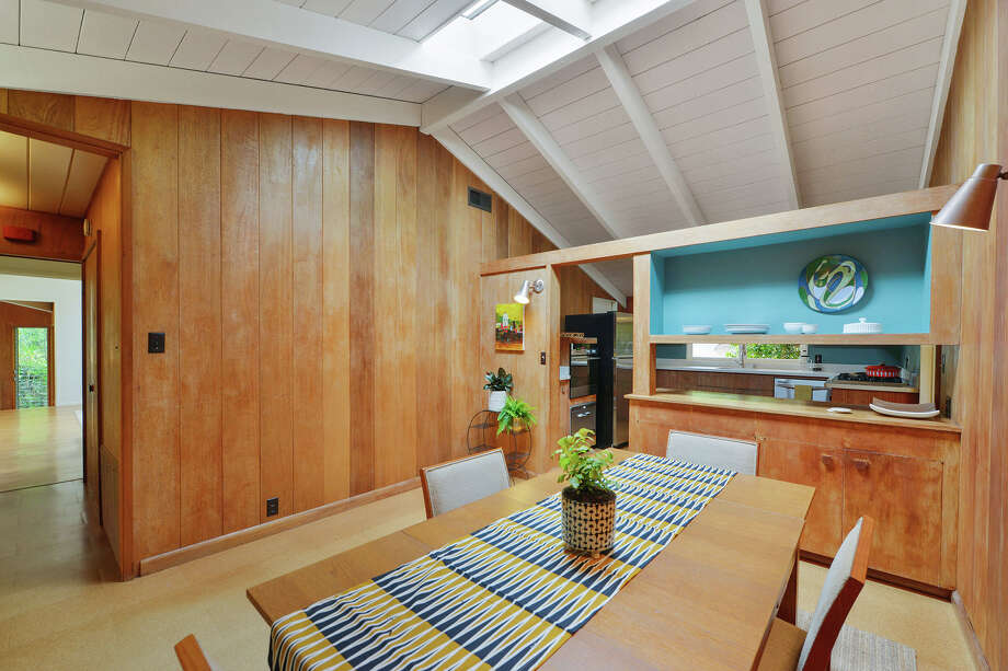 Pristine Berkeley Hills mid-century listed for less than $1 million
