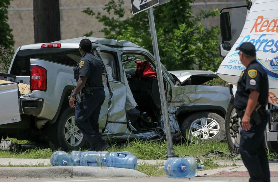 Houston Police officers investigate the scene of a three-vehicle fatal crash at the intersection of Gessner Road and Northwest Freeway Monday, May 20, 2019, in Houston. Photo: Godofredo A. Vásquez, Staff Photographer / 2019 Houston Chronicle