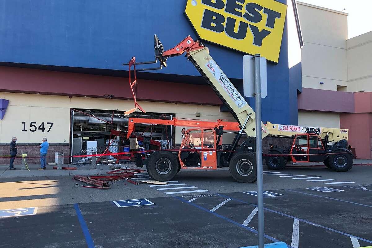 Photo of damaged Best Buy store