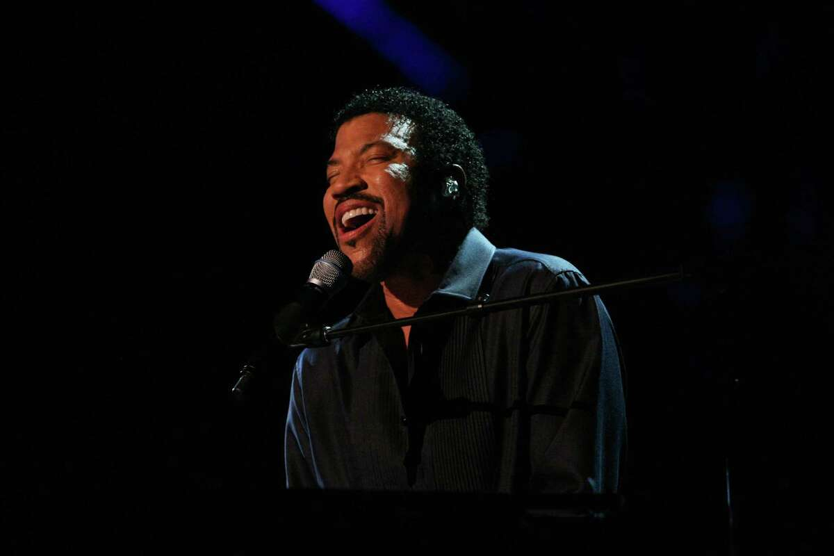 Perhaps one of the greatest pop stars to ever hold a microphone, Lionel Richie will perform a special show at Mohegan Sun Arena on Saturday. Find out more.