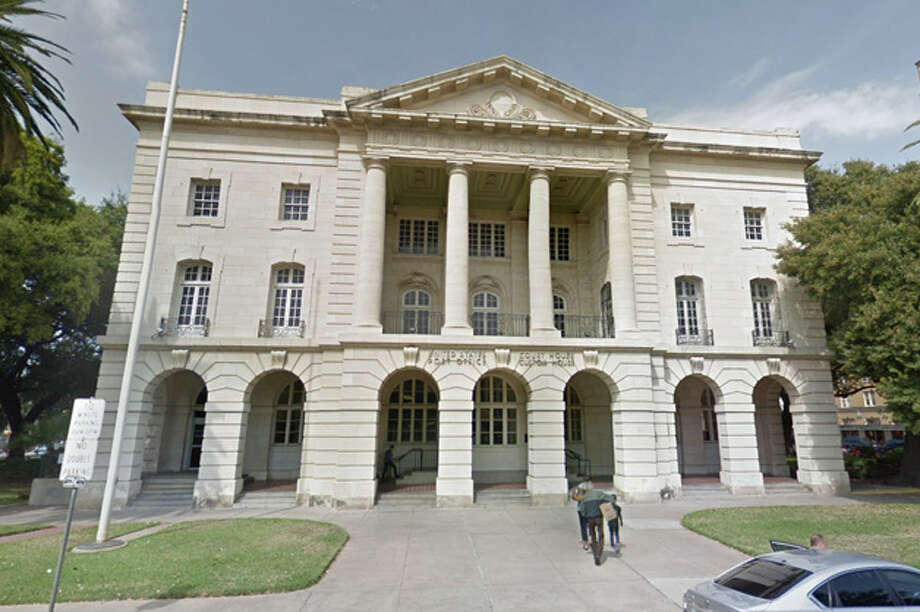 Laredo City Council on Monday voted unanimously to encourage city management to take any action necessary to get an immigration court into the downtown area, preferably at the former federal courthouse at Jarvis Plaza, which the city owns. Photo: Google Maps/Street View