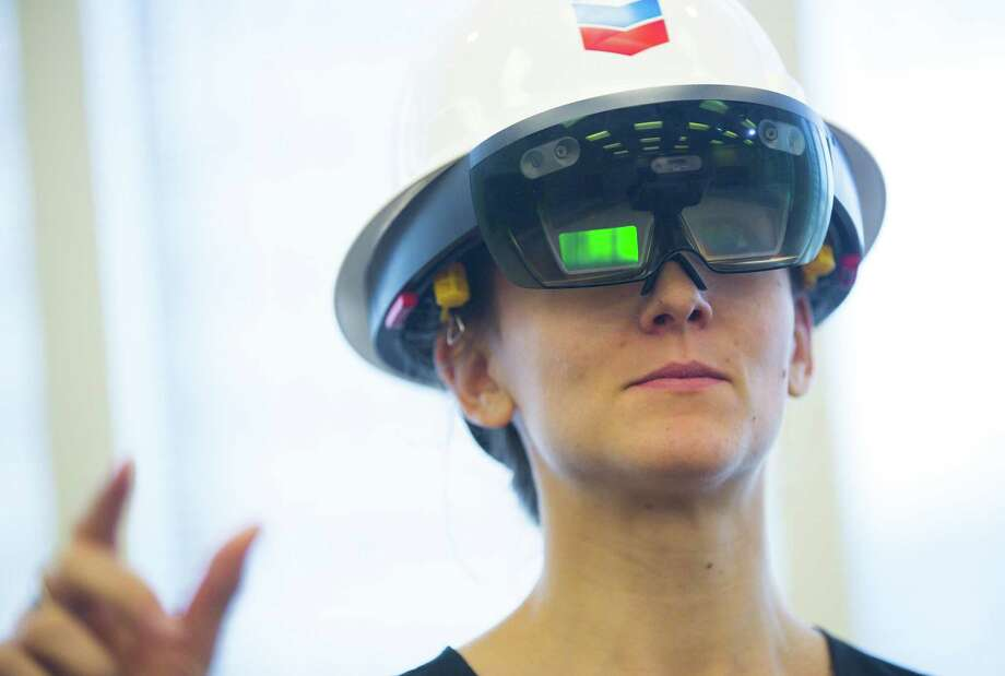 Katherine Blunt tries to use augmented reality technology through the Microsoft HoloLens, Monday, Oct. 1, 2018 in downtown Houston. Photo: Mark Mulligan, Houston Chronicle / Staff Photographer / © 2018 Mark Mulligan / Houston Chronicle