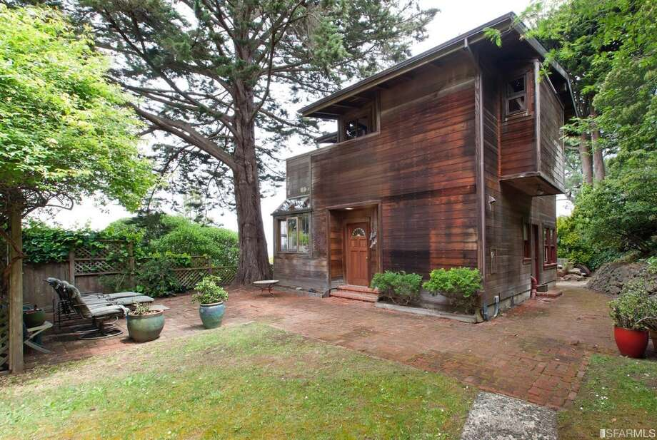 The 1979 home is built from redwood sourced in Marin. Photo: Steph Dewey, Reflex Imaging
