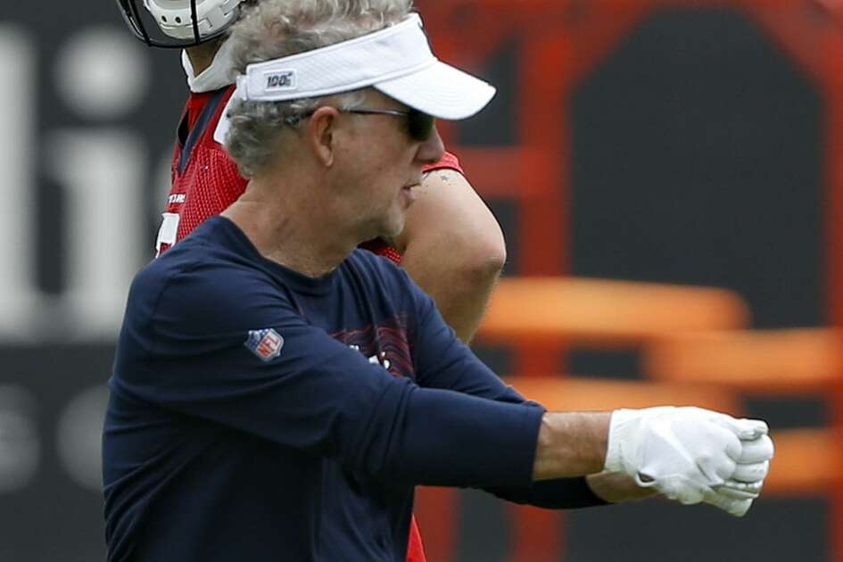 Carl Smith comes to the Texans with 30 years of NFL coaching experience.