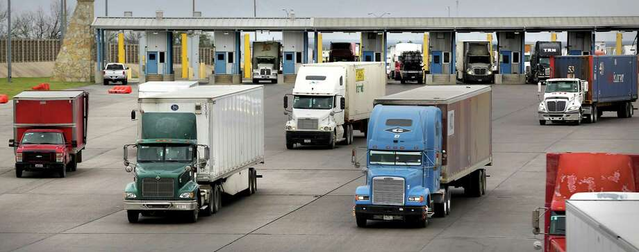 Trucks enter the United States at the World Trade Bridge in Laredo during 2017. Laredo has surpassed Los Angeles to become the No. 1 port in the U.S. for the first time. Photo: Bob Owen / San Antonio Express-News File / ©2017 San Antonio Express-News
