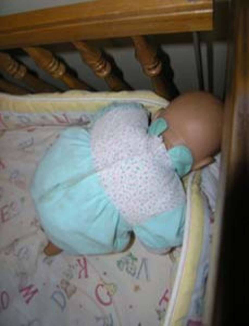 Lawmakers and pediatricians are working to pass a bill banning the sale of crib bumper pads in New York following recommendations from child safety groups who say they are unsafe for babies.