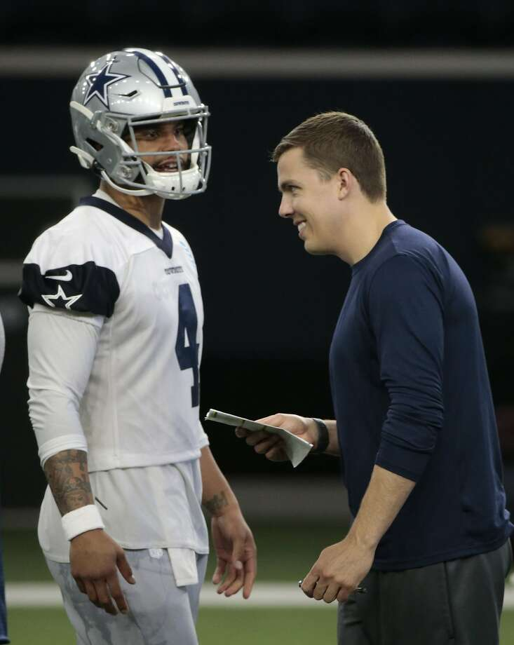 Dallas Cowboys quarterback Dak Prescott (4) listens to offensive coordinator Kellen Moore, right, during NFL football practice in Frisco, Texas, Wednesday, May. 22, 2019. Photo: Michael Ainsworth, Associated Press
