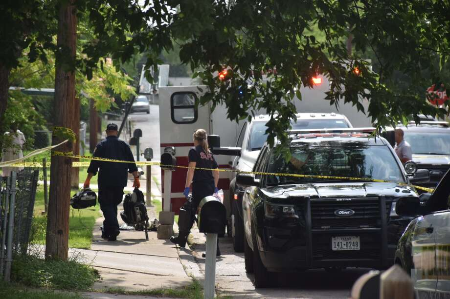 One man was killed and another arrested in a shooting Thursday, May 23, 2019, in the 400 block of Dorie in San Antonio. Photo: Caleb Downs/San Antonio Express-News
