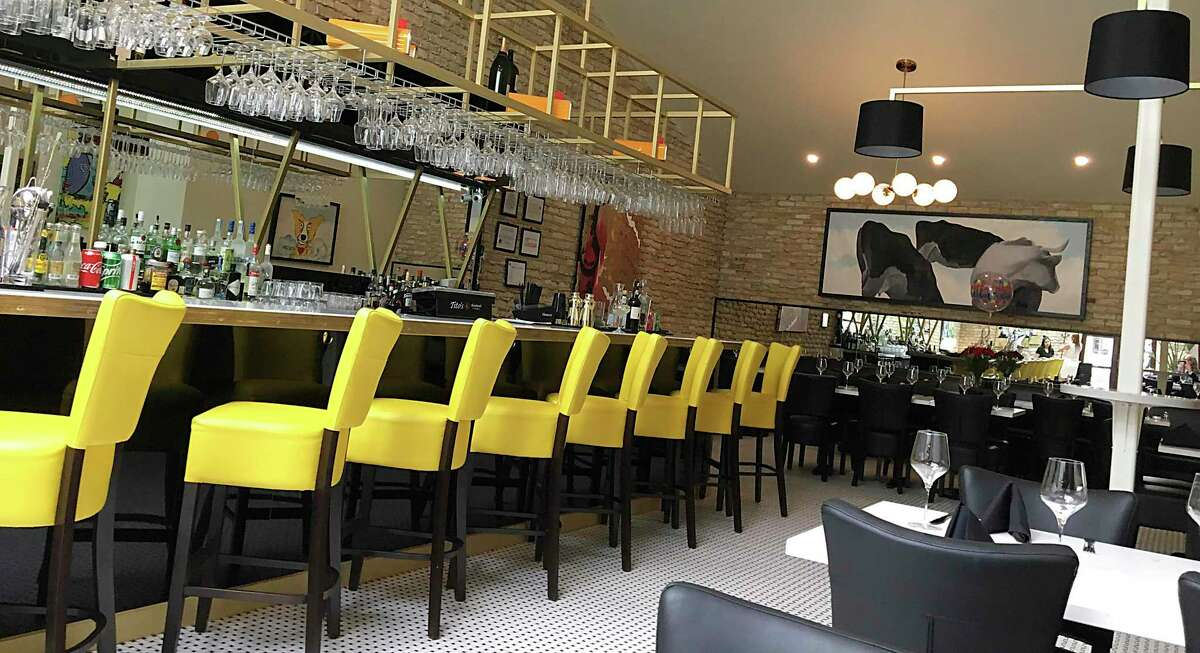 Bistr09, a French restaurant in Alamo Heights, opened last year in the former home of the French restaurant L'Etoile.