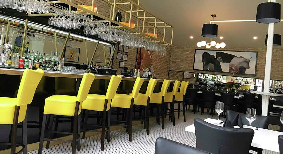 Bistr09, a French restaurant in Alamo Heights, opened last year in the former home of the French restaurant L'Etoile. Photo: Mike Sutter, Staff File Photo