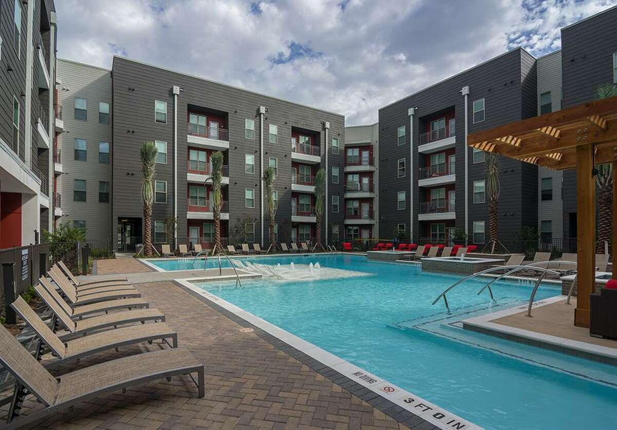 Aspen Houston consists of 717 beds within two four-story buildings at 4971 Martin Luther King Blvd. The property was developed by Austin-based Aspen Heights in partnership withglobal investment firmSafanad.