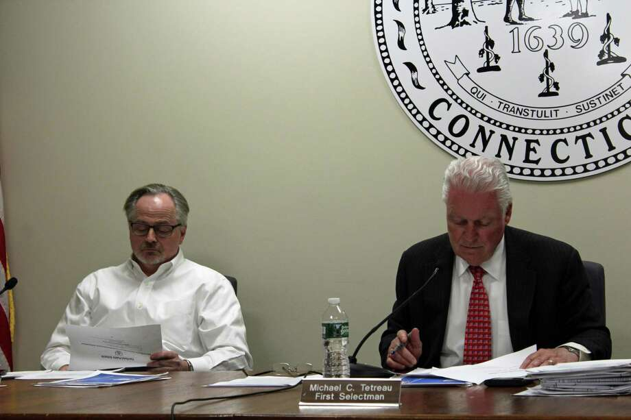The Board of Selectmen, in a 2-1 vote, approved funding for a 441-sized Mill Hill School. Photo: Humberto J. Rocha / Hearst Connecticut Media / New Canaan News