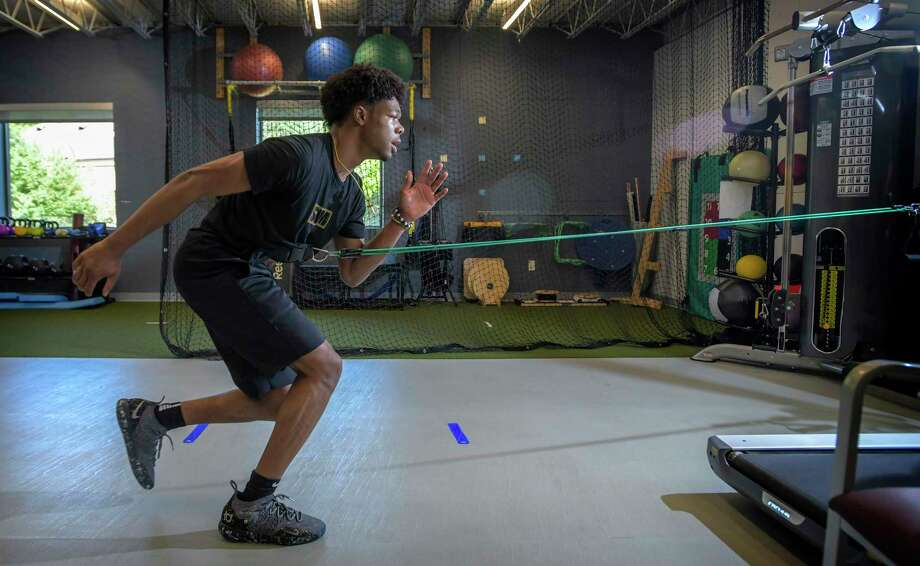 Paul VI High School basketball star Anthony Harris works with a resistance band during a rehab appointment at Advanced Kinetics Physical Therapy and Sports Performance in Falls Church, Va., as part of his recovery from a torn ACL. Photo: Photo For The Washington Post By Doug Kapustin / Doug Kapustin